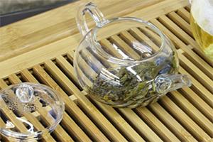 7.注ぎ終えたら、必ず茶壺(急須)の蓋をあけておく。